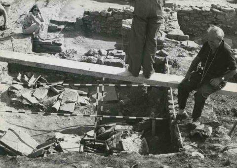 Pere de Palol i un col·laborador al jaciment de Fornells